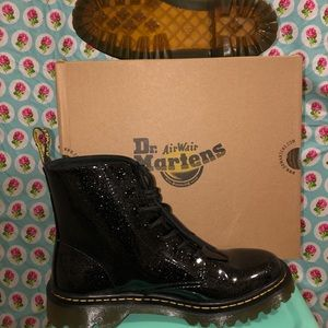 Dr. Martens / Luana Black Coated Glitter sz US 9